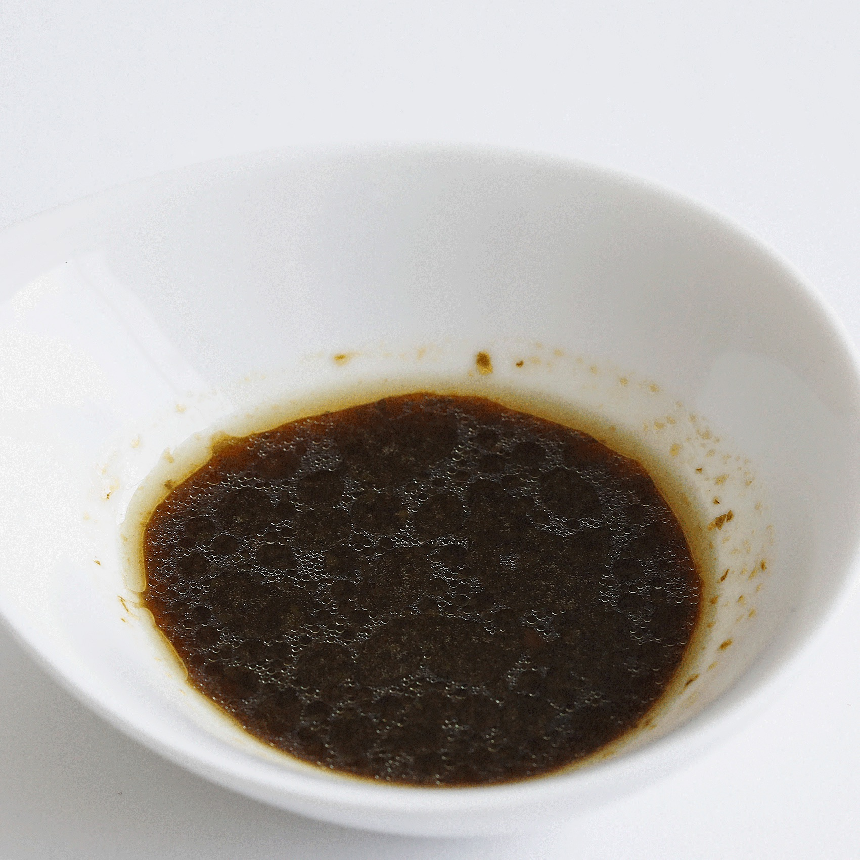 パクチーの食感も感じる醤油を超えたエスニックソースのような味わい。
